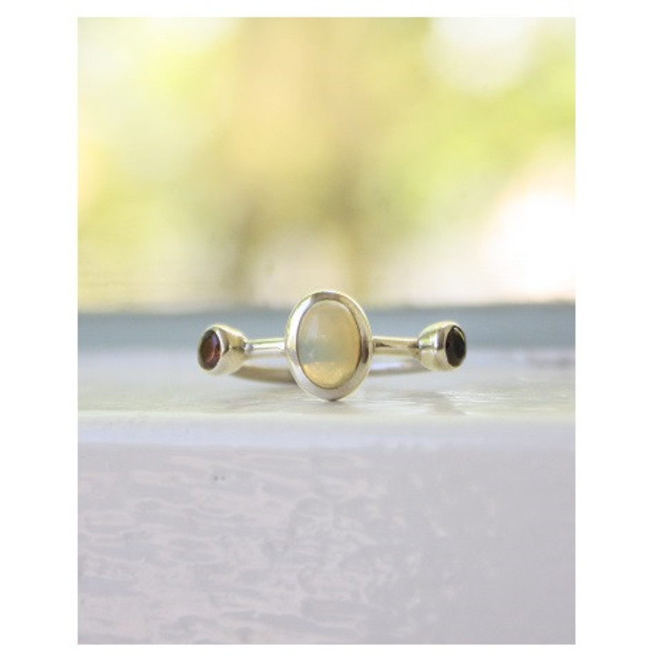 Ring Opaal en Granaat zilver